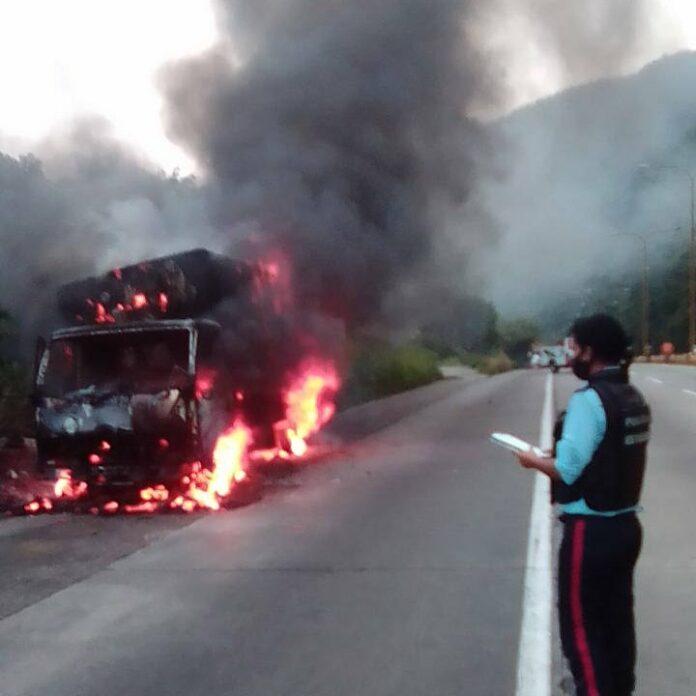 Incendio de un camión en Trincheras - Incendio de un camión en Trincheras