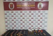 Lote de armas incautado dentro de una finca en Guacara
